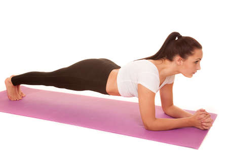 A woman working out her body by doing plank. 版權商用圖片