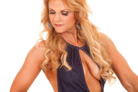 Eine Frau mit einem offenen Oberkörper Shirt aus nächster Nähe. Standard-Bild - 25390260