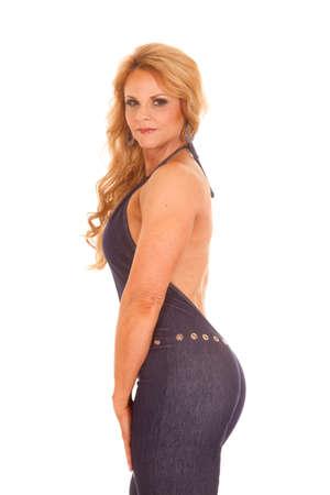 Una mujer mayor con un traje pantalón de espaldas mostrando. Foto de archivo - 25492526