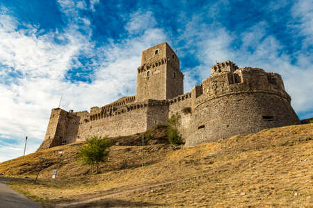 Italy: The Rocca Maggiore dominates for more than eight hundred years the citadel of Assisi and the valley of the Tescio, constituting the most valid fortification for their defense. Banco de Imagens
