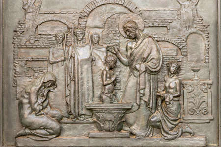 ancient bas-relief depicting the baptism of Christ Imagens