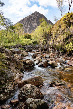 Buachaille Etive Mòr, is a mountain at the head of Glen Etive in the Highlands of Scotland. This picture shows the stream with the mountain in the background 免版税图像