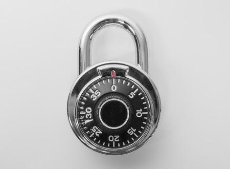 High security single dial stoplock combination padlock