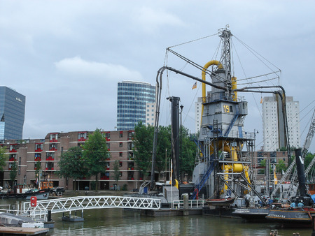 nederland: ROTTERDAM, NETHERLANDS - JULY 19, 2012: View of the city of Rotterdam in Netherlands Editorial