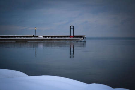 Winter scene of the marina dock at Cold Lake, Alberta Standard-Bild - 117299985