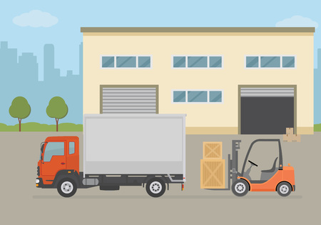 Bâtiment d'entrepôt, camion et chariot élévateur sur fond de ville. Équipement d'entrepôt, livraison de fret, service de stockage. Illustration vectorielle de style plat.