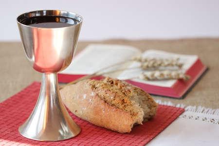 santa cena: Cáliz y pan