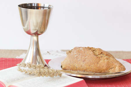 santa cena: Mesa de la comunión santa Foto de archivo