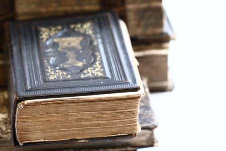 testament schreiben: Alte religi�se Buch