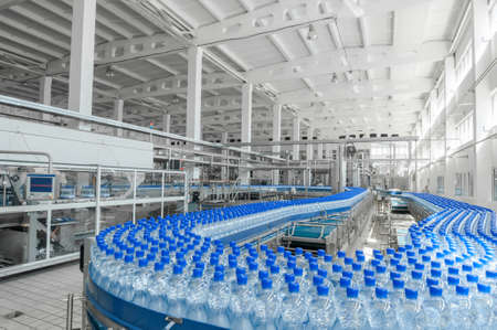 for the production of plastic bottles and bottles on a conveyor belt factory Banco de Imagens