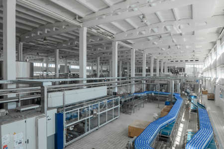 for the production of plastic bottles and bottles on a conveyor belt factory 免版税图像