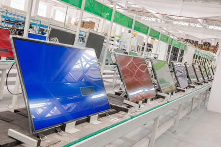 closeup line conveyor assembly and testing televisions in a workshop 스톡 콘텐츠