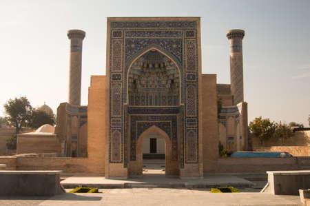 구르 - 에미 르 (Gur-Emir) 아시아의 지배자, 우즈베키스탄 사마르 칸트의 에미 르 티무르. 중앙 아시아의 고대 건축