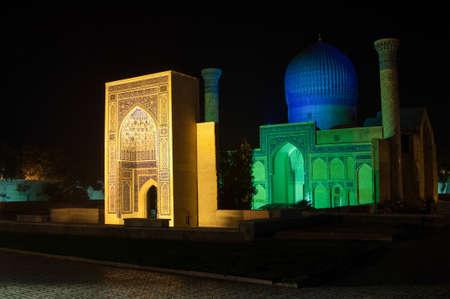 복잡한 Gur Emir의 리뷰. 중앙 아시아의 고대 건축