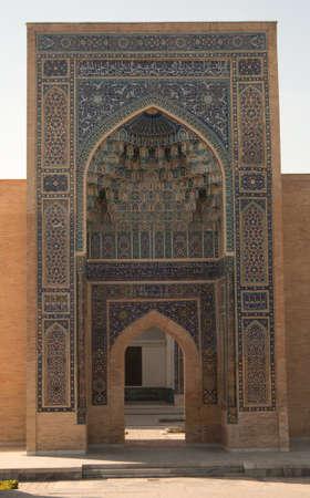 중앙 아시아 고대 아치, 아미르 Timur의 영묘 입구. 중앙 아시아의 고대 건축 에디토리얼