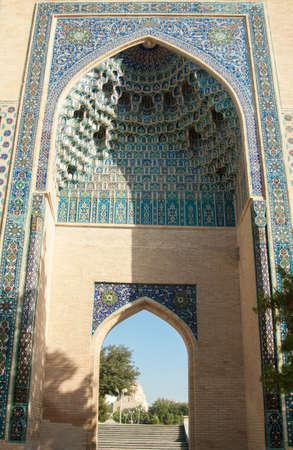 중앙 아시아 고 대 아치, Tamerlane의 영묘 입구. 중앙 아시아의 고대 건축 스톡 콘텐츠