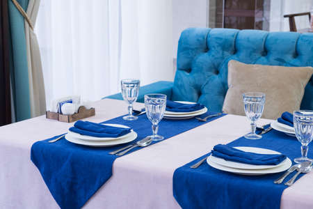 serving banquet table in a luxurious restaurant in blue and light style 免版税图像