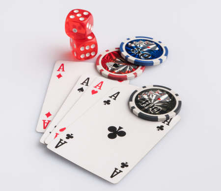 Poker chips, cards and dice on a white background. The concept of gambling and entertainment. Casino and poker Foto de archivo - 138268877