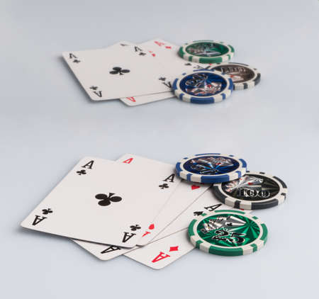 Poker chips and cards on a white background. The concept of gambling and entertainment. Casino and poker Foto de archivo - 138277506