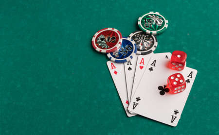 Poker chips, cards and dice on a green background. The concept of gambling and entertainment. Casino and poker Foto de archivo - 138287643