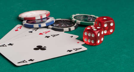 Poker chips, cards and dice on a green background. The concept of gambling and entertainment. Casino and poker Foto de archivo - 138287034