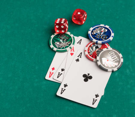Poker chips, cards and dice on a green background. The concept of gambling and entertainment. Casino and poker Foto de archivo - 138287891