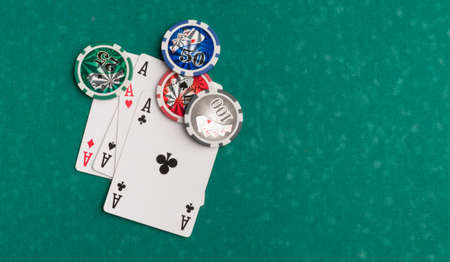 Poker chips and cards on a green background. The concept of gambling and entertainment. Casino and poker Foto de archivo - 138288170