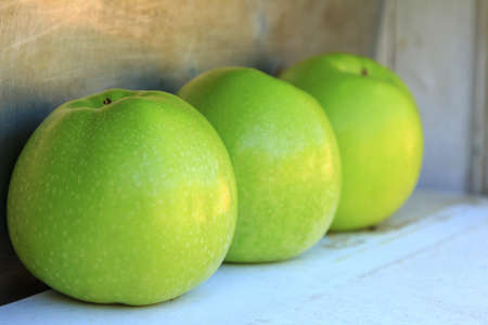 delicious green apples ready to eat