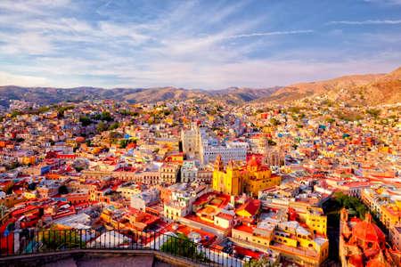 Deze kleurrijke historische stad in het centrum van Mexico is vol van vreugde en erfgoed Stockfoto