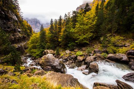 Autumn in Ordesa and Monte Perdido National Park, Spain Foto de archivo