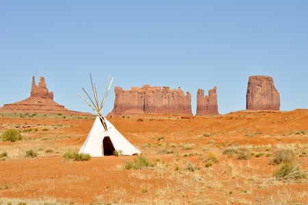 cherokee indian: A native american tee pee in Monument valley