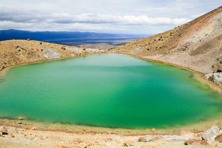 tongariro: Emerald Lakes en el cruce de Tongariro Alpine Foto de archivo