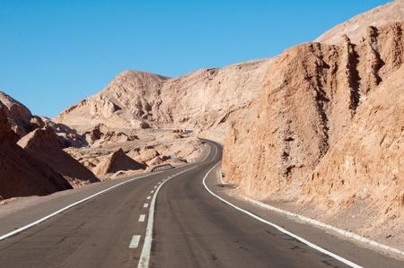 Strada nel deserto di Atacama, Cile Archivio Fotografico - 11931780