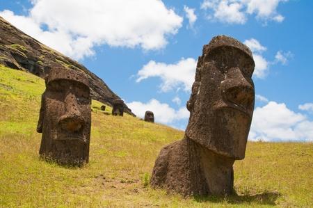rapa nui: Moais en Rano Raraku, Isla de Pascua (Chile)