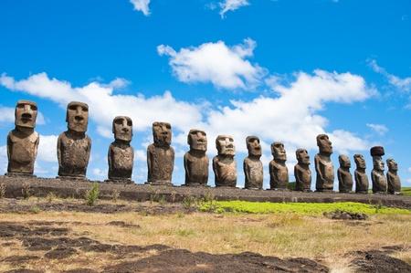 moai: Moais en Ahu Tongariki, Isla de Pascua (Chile)