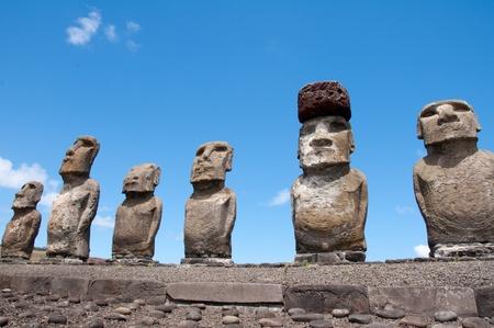 rapa nui: Moais de Ahu Tongariki, Isla de Pascua (Chile)