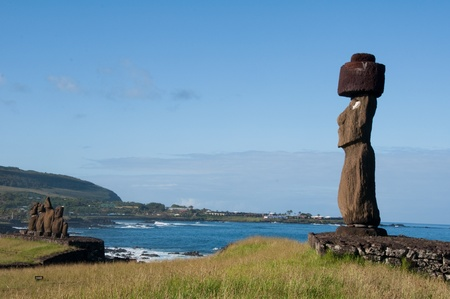moai: Moai in Tahai, Easter island (Chile)
