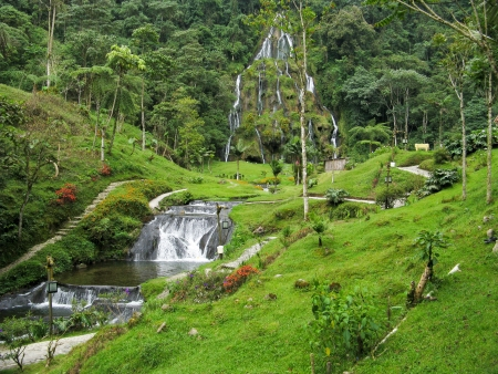 Waterfalls at Santa Rosa de Cabal, Colombia Imagens - 16666120