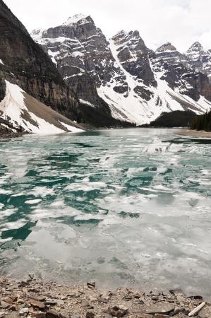 Moraine Lake in Spring, Rocky Mountains, Canada 版權商用圖片