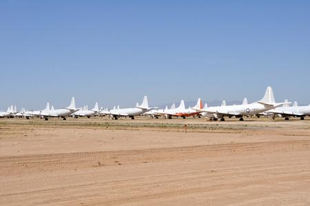 Davis-Monthan Air Force Base AMARG boneyard in Tucson, Arizona Standard-Bild - 27559342