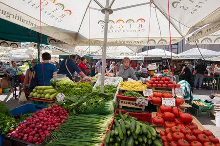 central market: El �rea al aire libre de Riga Mercado Central el 7 de junio de 2014 en Riga, Letonia