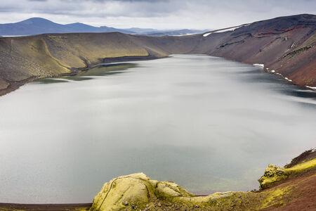 crater highlands: Ljotipollur lago del cr�ter, Landmannalaugar, Islandia