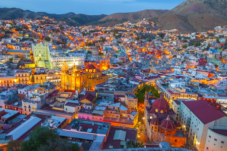 casa colonial: Guanajuato en la noche, México Foto de archivo