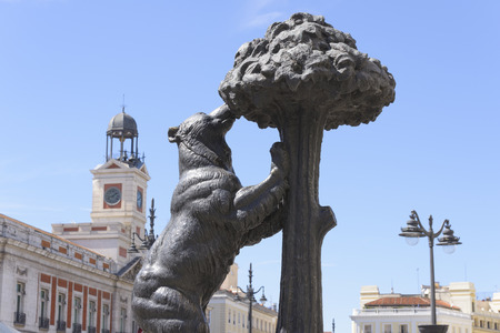 strawberry tree: Statue of Bear and strawberry tree, Madrid, Spain