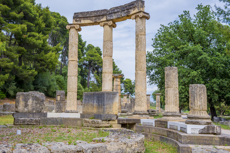 peloponnes: Ruins of the Philippeion in Ancient Olympia, Greece