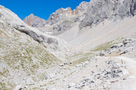 europa: Picos de Europa mountains next to Fuente De village, Cantabria, Spain Stock Photo