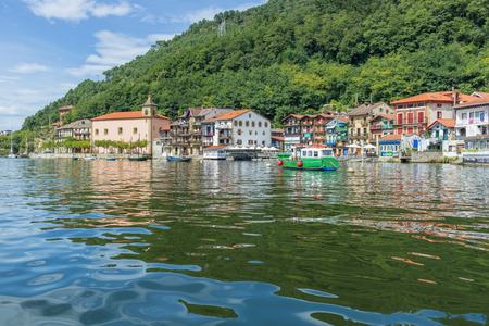 case colorate: Case colorate di Pasai Donibane, Paesi Baschi, Spagna
