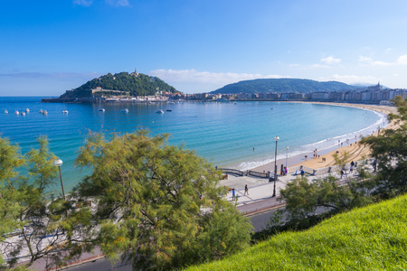 san sebastian: Bay of La Concha in San Sebastian, Spain.