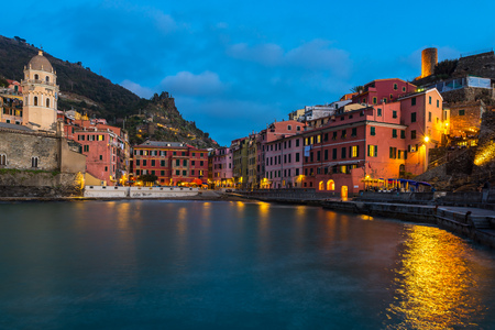 Vernazza at night, one of the colorful villages of Cinque Terre, Italy 스톡 콘텐츠