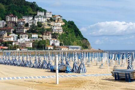 Ondarreta beach in a sunny day, San Sebastian - Donostia, Spain 版權商用圖片